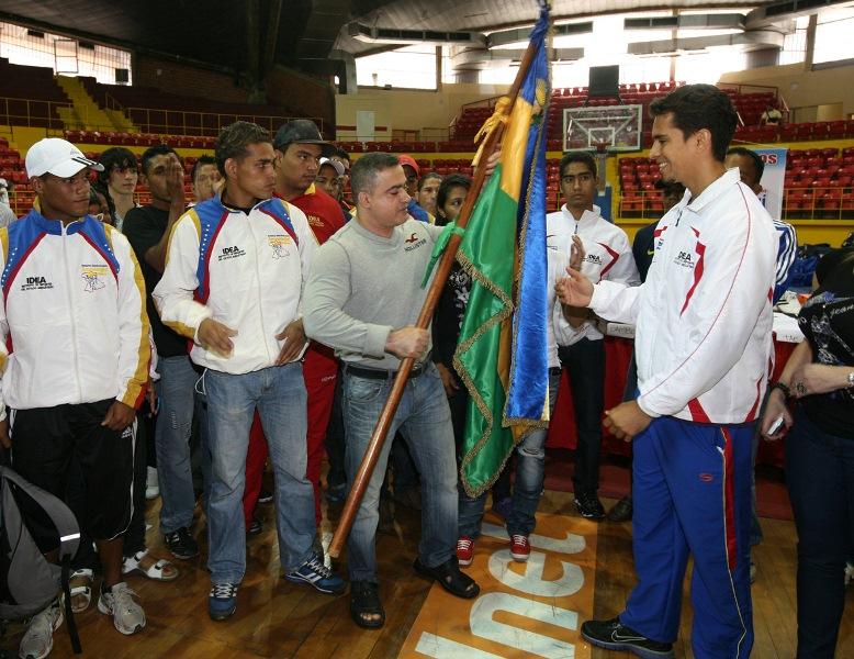 Tarek abanderó a atletas que representarán a  Anzoátegui en Juegos Deportivos Nacionales