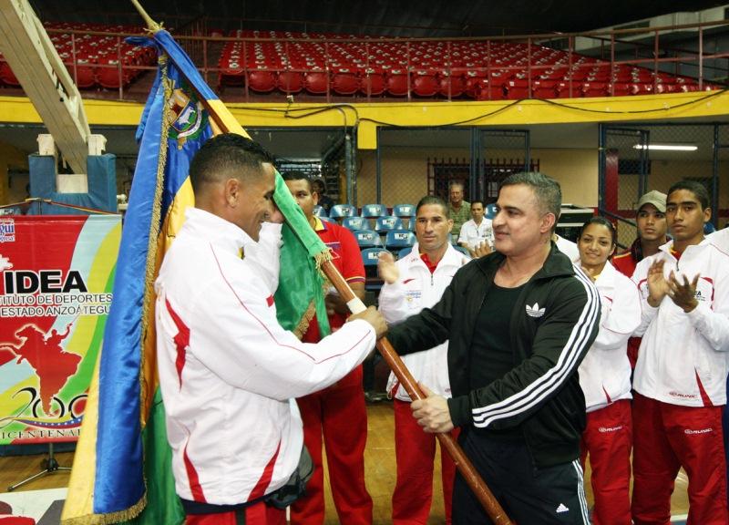 Gobernador Tarek abanderó a deportistas que van a prepararse a Cuba