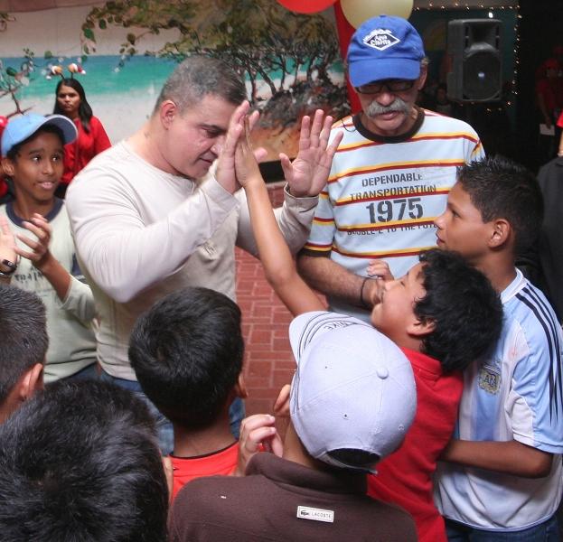 Tarek entregó regalos a niños de distintos refugios del municipio Sotillo