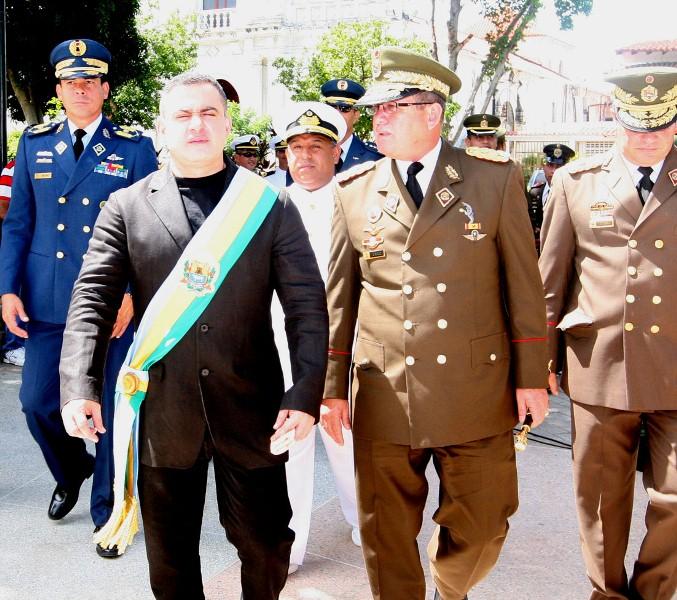 Tarek junto autoridades militares y el pueblo rindieron honores a su hijo epónimo