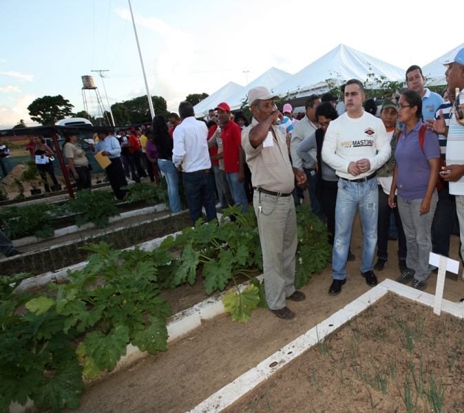 Tarek realizó tercera gran entrega de créditos agropecuarios del año 2011