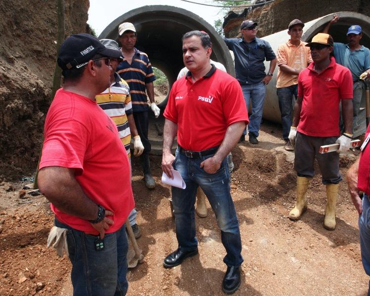 Gobernación adelanta trabajos de rehabilitación de drenajes en comunidad de Mac Gregor