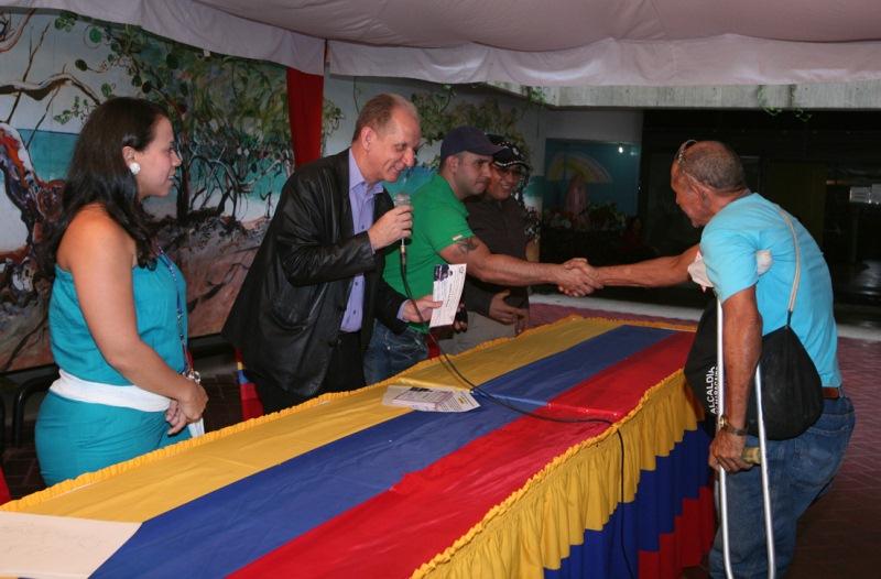 Gobernación entregó 72 donativos a adultos mayores para completar cotizaciones