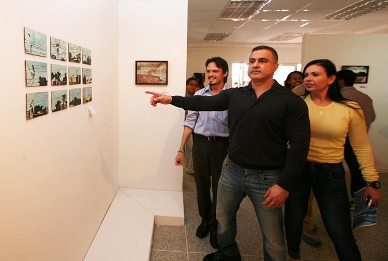 """Tarek inauguró Exposición """"Paisajes de mi País"""""""
