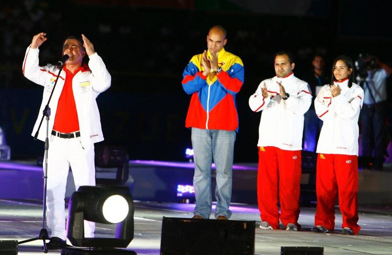 Gobernador Tarek ovacionado en la inauguración de los Juegos Deportivos  Nacionales