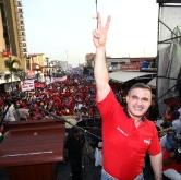 Más de 10 mil personas acompañaron a Tarek en el Bulevar 5 de julio