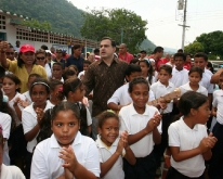 Gobernación ha beneficiado 338 mil 814 estudiantes a través de PAE