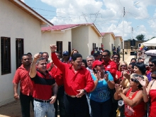 Gobernador Tarek y alcalde Bello entregan 23 viviendas para el Buen Vivir en Pariaguán