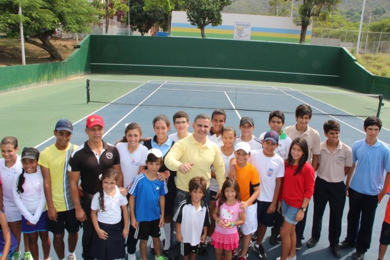 Tarek entregó nuevas canchas de tenis