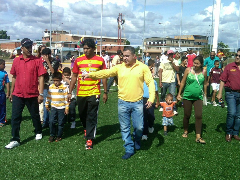Gobernador inaugur estadio de ftbol Leo Morales