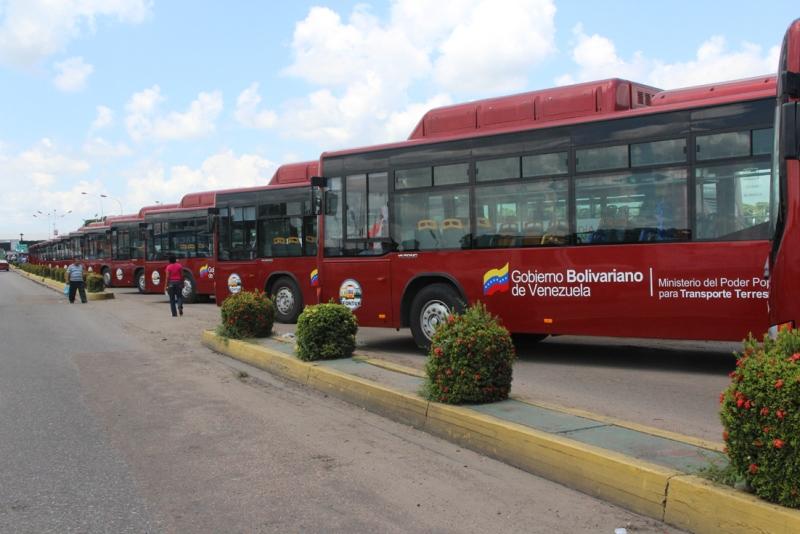 Gobierno Bolivariano entregó 110 modernos autobuses