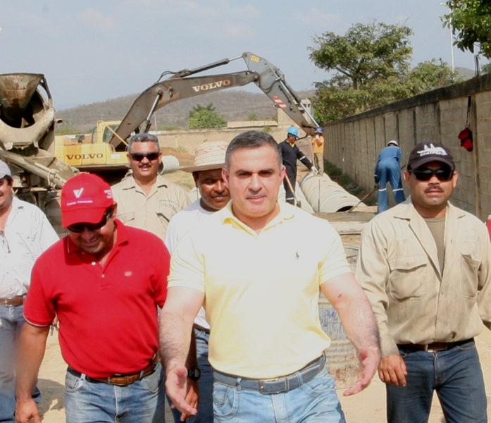 Tarek inspeccionó trabajos de drenajes y asfaltado en El Viñedo