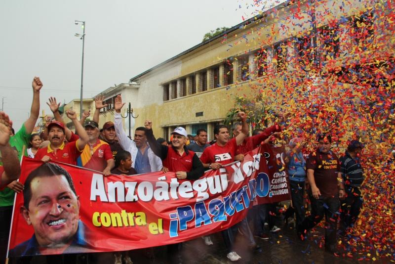 Chavismo desafió lluvia y marchó en Barcelona