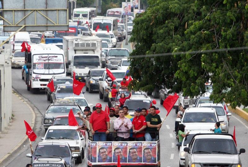 Más de mil vehículos se movilizaron en caravana Chavista