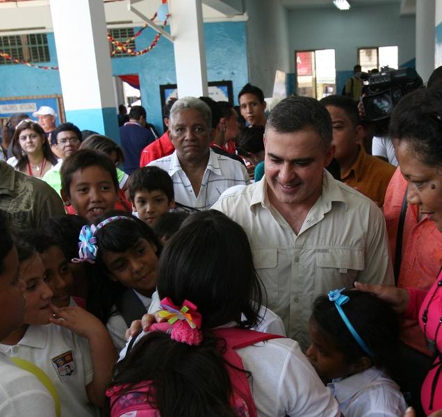"""Ejecutivo regional realiza mejoras en Colegio Bolivariano """"Ángel Celestino Bello"""""""