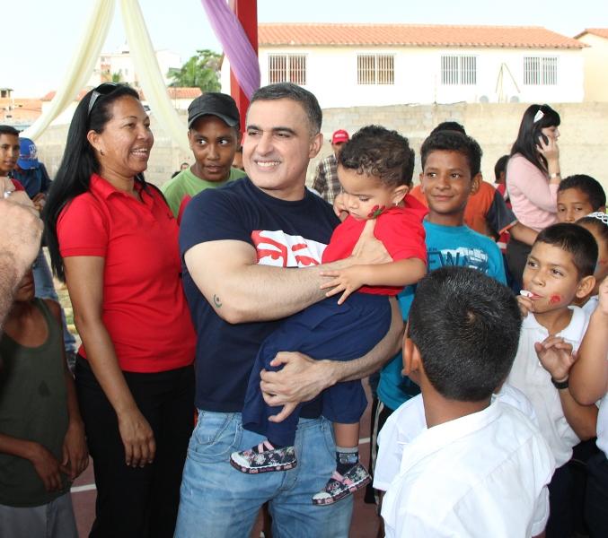 Tarek inauguró cancha en C.E.I Madre Teresa de Calcuta