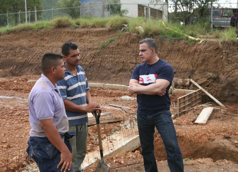 Gobernación invierte Bs. 140 mil en construcción de cancha de usos múltiples en Molorca