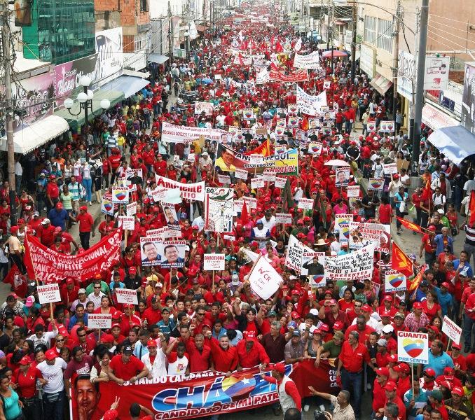 Más de 30 mil revolucionarios se movilizaron en apoyo a Chávez desde el bulevar 5 de julio de Barcelona