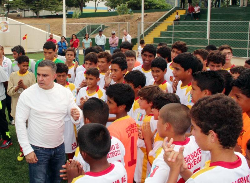 Gobernador Tarek inauguró Pista Sintética en El Tigre