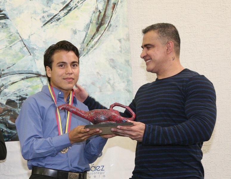 Tarek entregó títulos a 216 graduandos de la Reverón