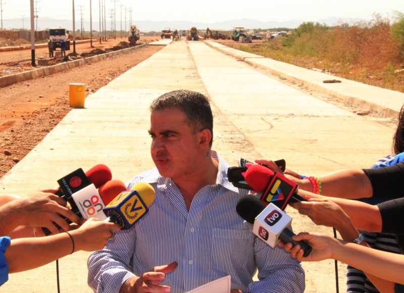 Tarek inspeccionó avenida Elías Manuitt Camero