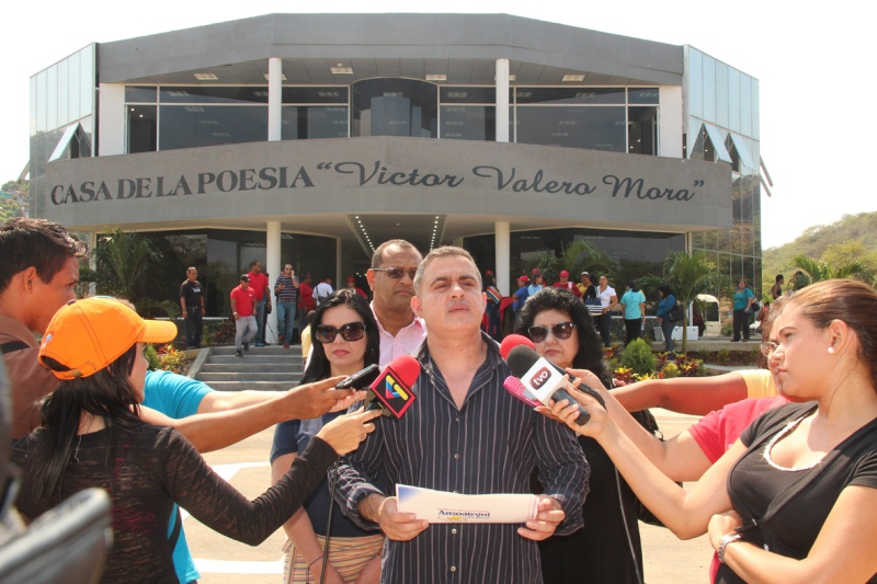 Tarek inauguró Casa de la Poesía