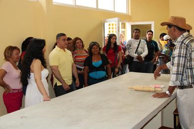 Tarek inauguró taller de cerámica artesanal