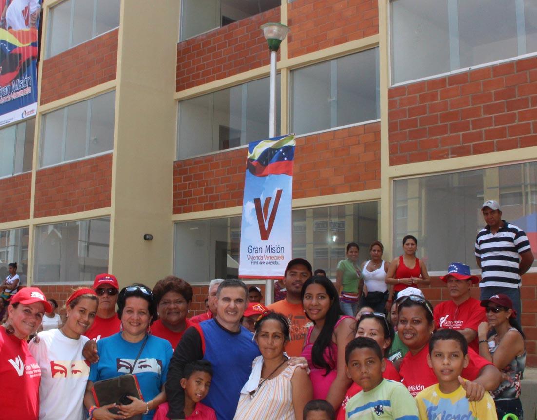 Gobierno Bolivariano entregó 100 viviendas en Barcelona