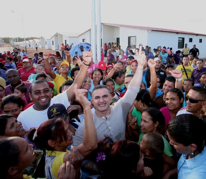 """Tarek: """"Entregadas 296 casas en Anaco"""""""