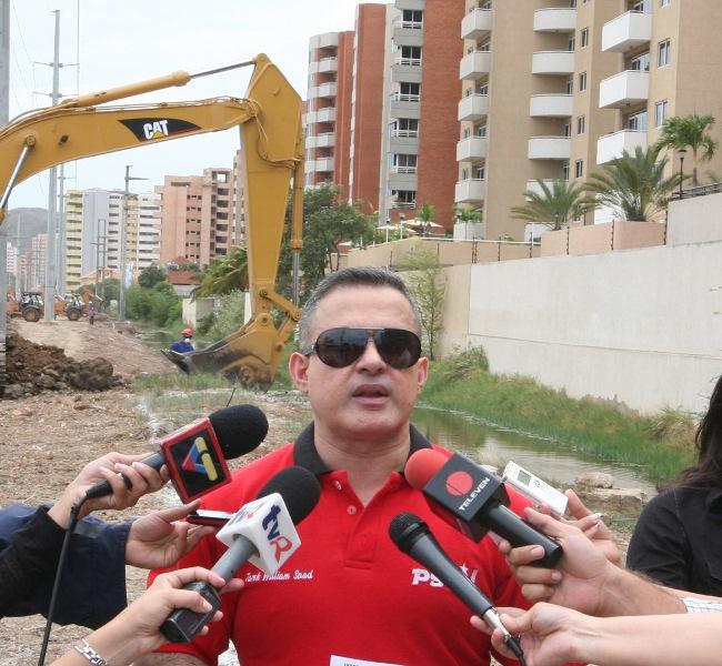 Gobernador Tarek inspeccionó trabajos de saneamiento de drenajes en Lechería