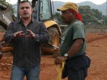 Gobernación continúa construcción de escuela de Volcadero en Guanta