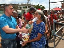 Vecinos de Las Casitas agradecieron  con entusiasmo a Tarek por Mega Jornada Social