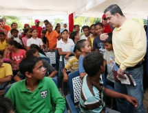 Gobernación y Min Comercio inauguraron Feria Escolar Bolivariana 2012 en Anzoátegui