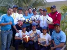 Oficina Estadal de la Juventud entregó  implementos deportivos a jóvenes de la UNES