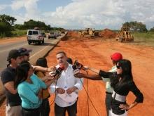 Ejecutivo regional mejora vialidad en tramo Urica-La Vieja