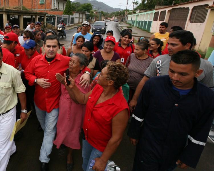 Gobernación inició asfaltado en la calle cerro Las Nieves en Las Delicias