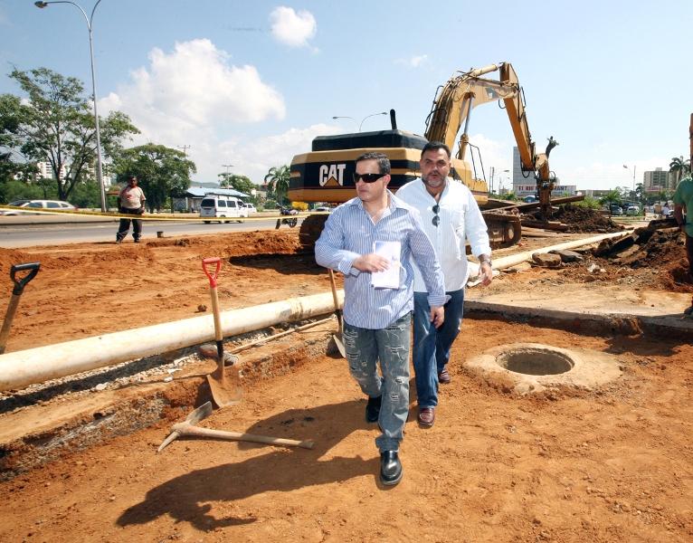 Tarek inspeccionó trabajos de colectores caídos en la avenida Guzmán Lander