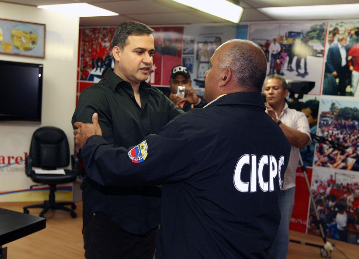 Gobernador condecora actuación del CICPC