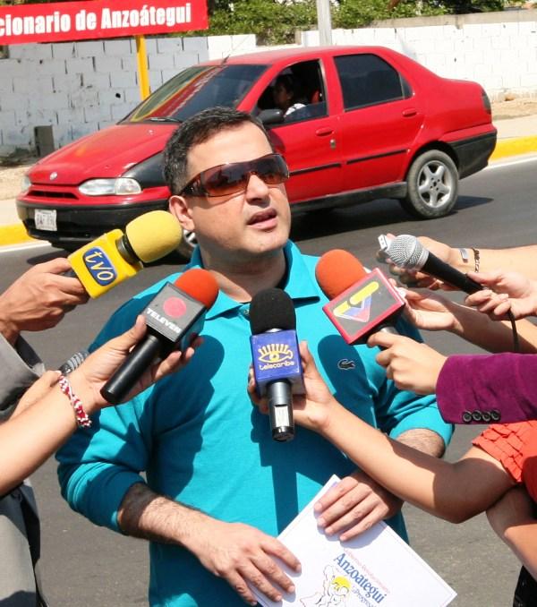 Gobernador acusa a autoridades de la USM de violencia
