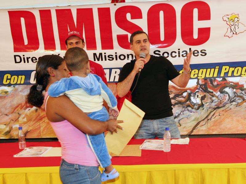 Tarek entregó 47 ayudas sociales por más de 303 mil bolívares fuertes