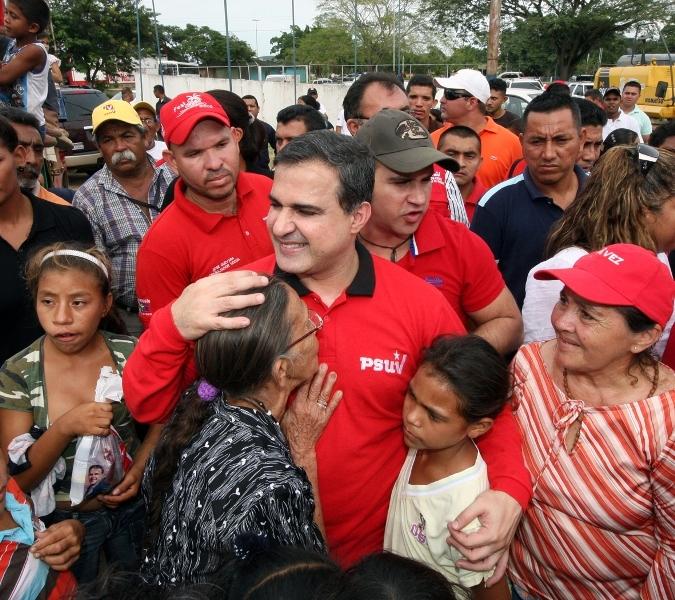 Gobernación y Pdval beneficiaron a habitantes de Anaco con operativo alimentario