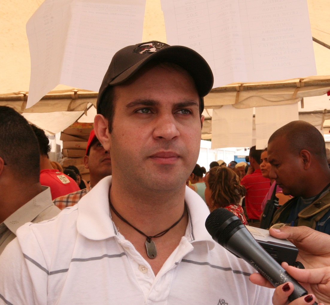 Tarek realiza jornada humanitaria en El Esfuerzo de Barcelona