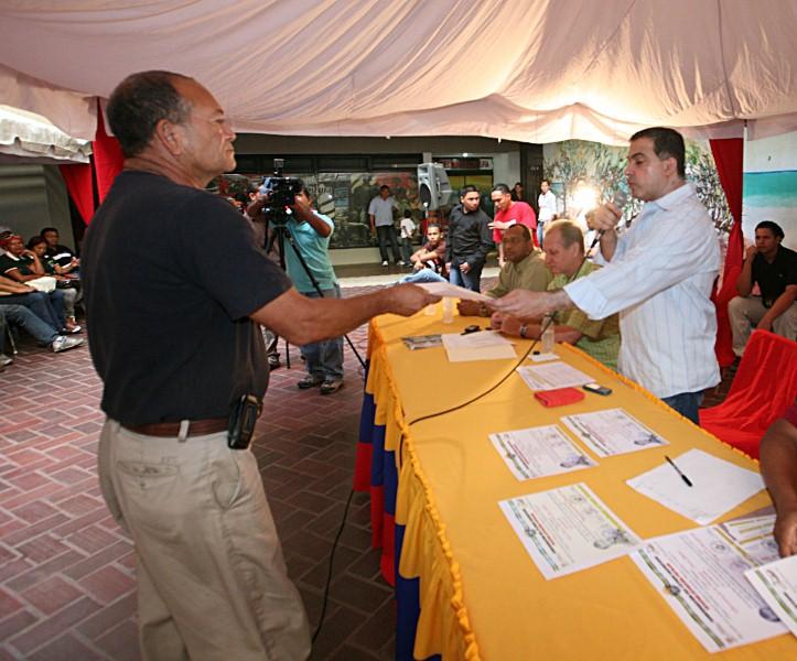 Tarek realizó novena entrega de recursos a Consejos Comunales de Anzoátegui