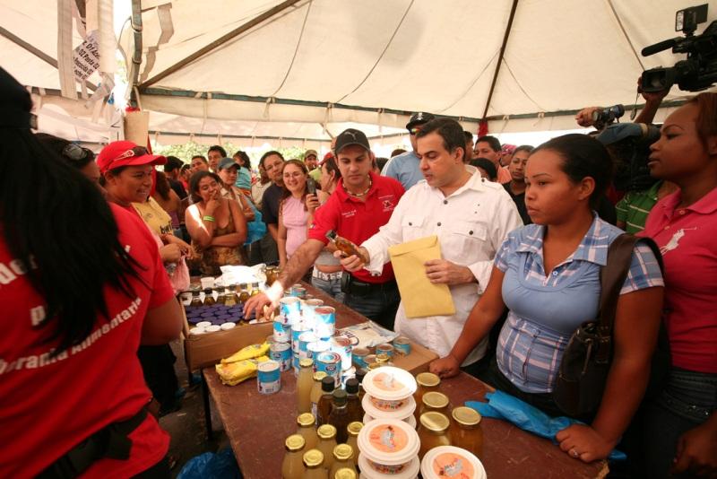 Tarek y Mercal realizaron Mega Operativo Alimentario en PLC