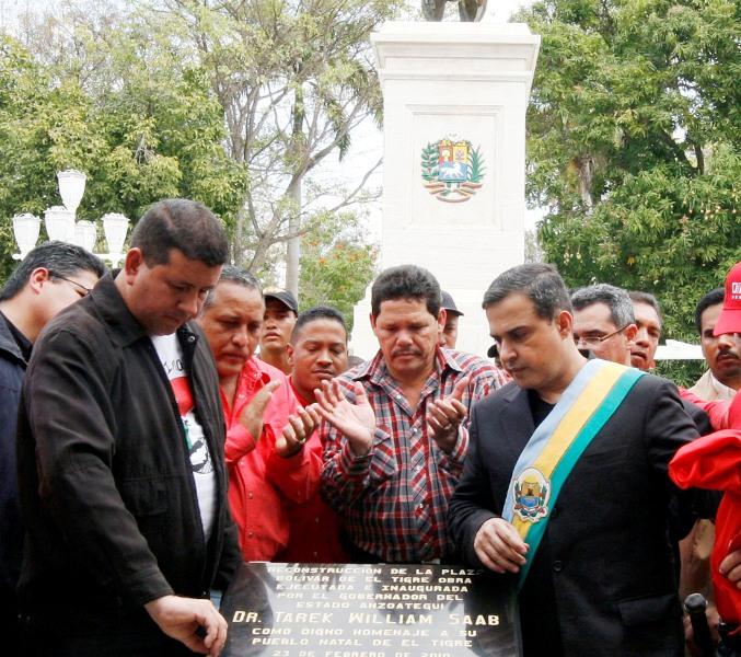 Tarek entregó remodelación y mejoras en la plaza Simón Bolívar de El Tigre