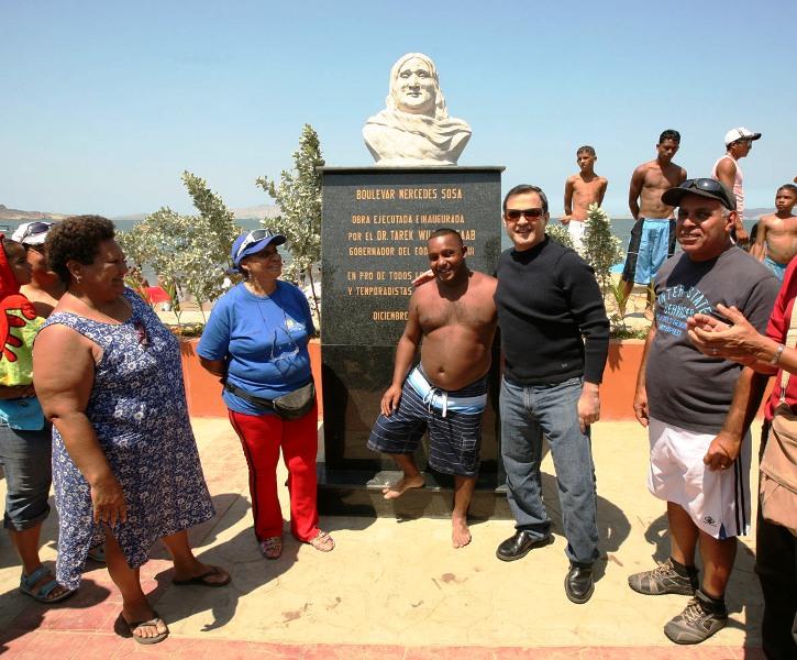 Tarek inauguró plaza Mercedes Sosa en bulevar de Lechería