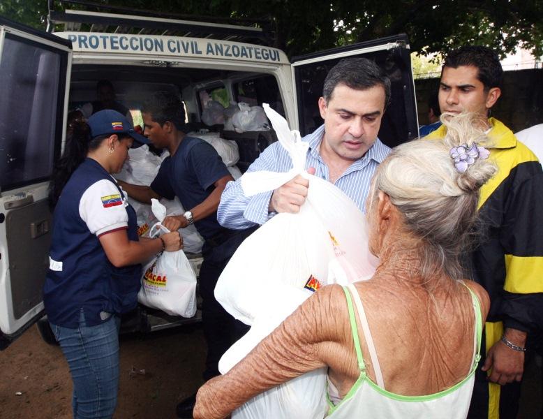Tarek entregó ayuda por 300 Bs.F. a afectados por lluvias en zona metropolitana de Anzoátegui