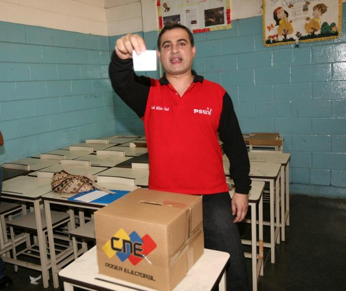 Tarek votó en elecciones primarias para diputados nacionales por el PSUV
