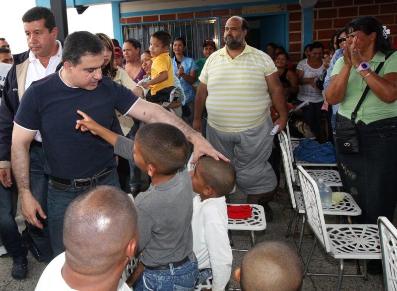 Gobernador Tarek ejecutará por petición popular alumbrado público en comunidad de San Antonio