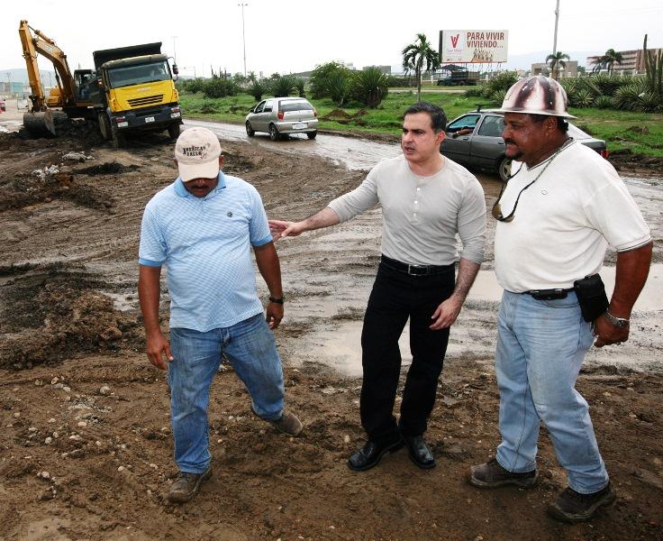 Tarek inspecciona pavimentación de vialidad en tramo SIGO-Cruz Verde